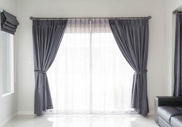 警告!あなたの部屋は覗かれている…透けないレースカーテンでプライバシーを守ろう