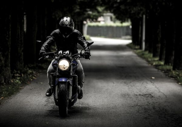 九死に一生!?バイクにドライブレコーダーを付けていたお陰で、ひき逃げ犯逮捕!