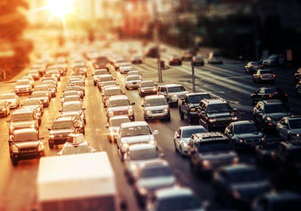 渋滞に巻き込まれる。と言いたい時に使える英語は?