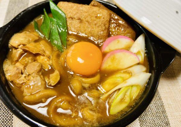 【おうちで名古屋めし】生麺の食感が最高!山本屋本店の名古屋コーチン付き味噌煮込みうどん